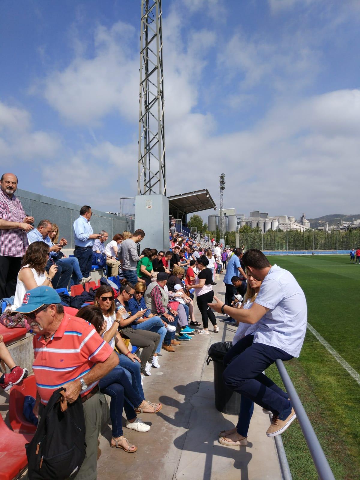 Primeras imágenes del ambientazo que se vive en Buñol y donde seguir en directo el partido Atlético Levante-CD Calahorra