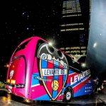 La afición granota se moviliza para recibir al equipo a su llegada a Valencia